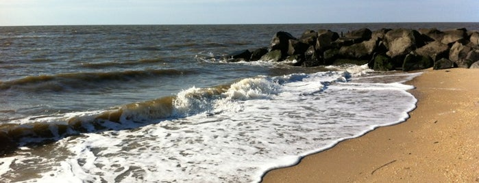 Sunset Beach is one of Tempat yang Disukai Suzanne.