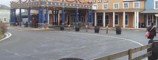 Disney's Hotel Cheyenne is one of สถานที่ที่ Vanessa ถูกใจ.