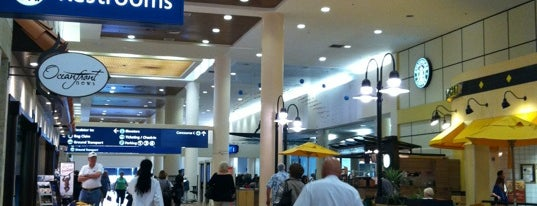 Palm Beach International Airport (PBI) is one of Tempat yang Disukai Emily.