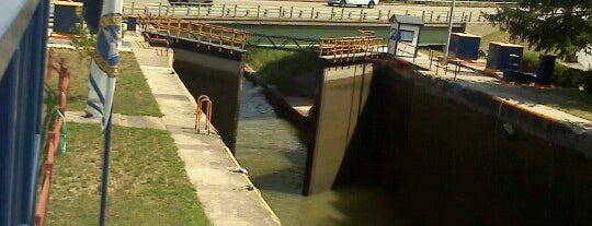 Erie Canal Lock 32 is one of 07. trails and walks.