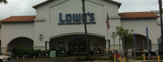 Lowe's Home Improvement is one of Scottさんのお気に入りスポット.