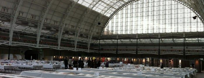 Olympia Exhibition Hall Complex is one of Posti che sono piaciuti a Carl.