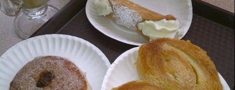 Tre Mari Bakery is one of สถานที่ที่ Mary ถูกใจ.