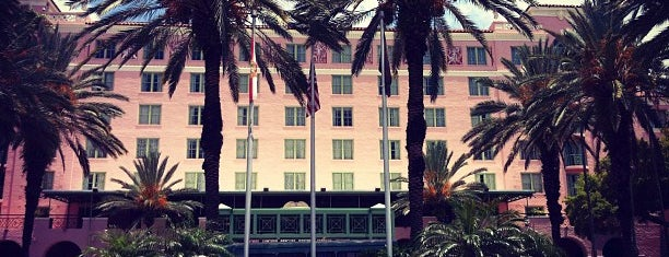 The Vinoy® Renaissance St. Petersburg Resort & Golf Club is one of Bouchercon exploring.