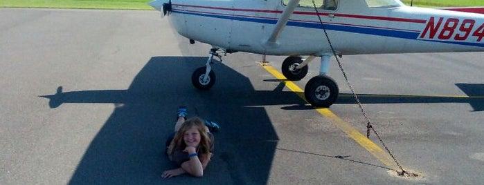 Raleigh Executive Jetport at Sanford-Lee County (TTA) is one of Tempat yang Disukai h.