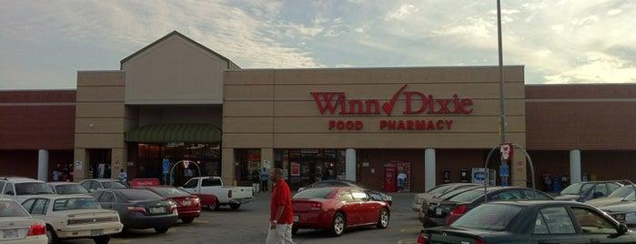 Winn-Dixie is one of Tempat yang Disukai Latonia.