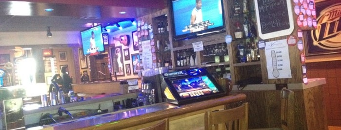Applebee's Grill + Bar is one of Tempat yang Disukai Paige.