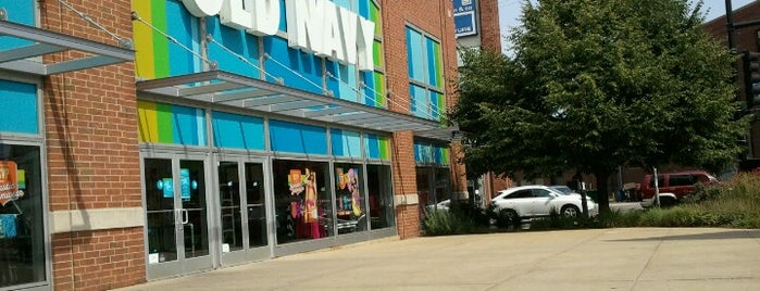 Old Navy is one of Locais curtidos por Anoosh.