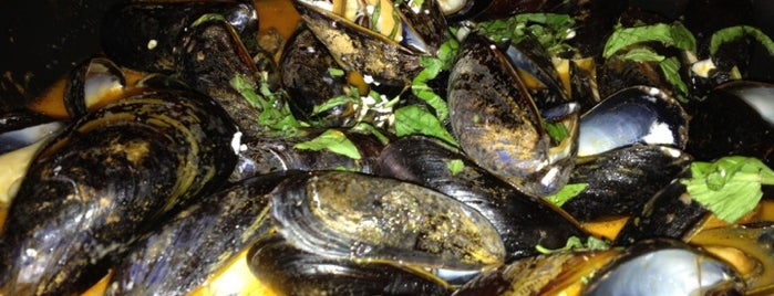 Mussel Bar & Grille is one of Lieux qui ont plu à Sunjay.