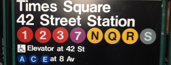 MTA Subway - 42nd St/Times Square/Port Authority Bus Terminal (A/C/E/N/Q/R/W/S/1/2/3/7) is one of Tempat yang Disukai Sandra.