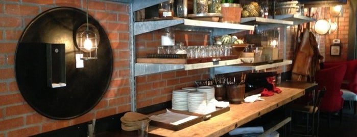 Sparrow Bar + Cookshop is one of Locais salvos de Colleen.