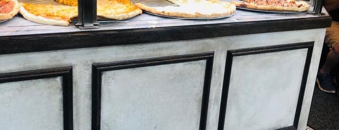 Rosa's Pizza is one of สถานที่ที่ Sean ถูกใจ.