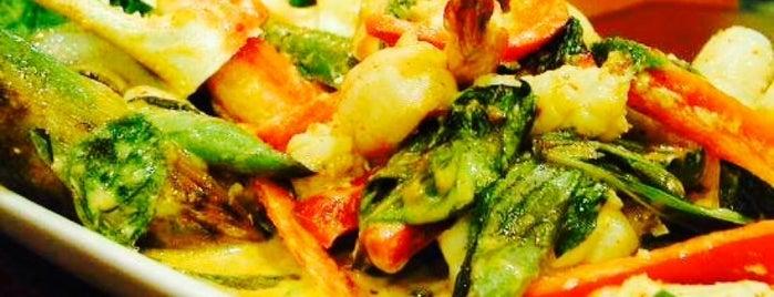 Hot Basil Thai Restaurant, Chang Ping. is one of สถานที่ที่ Dj Stutter ถูกใจ.