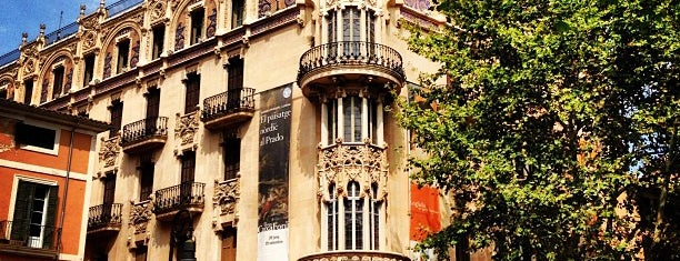 "Fundació ""la Caixa"" / CaixaForum is one of Lugares guardados de Julia."