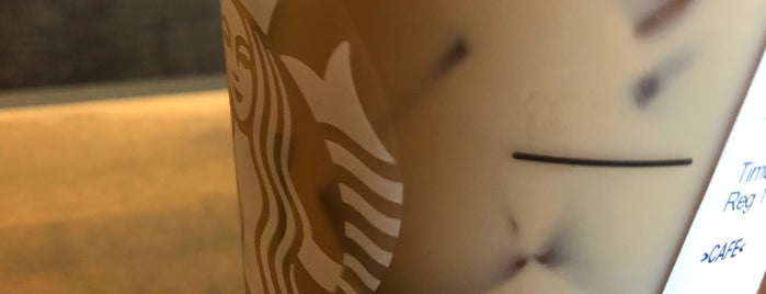 Starbucks is one of Aliciaさんのお気に入りスポット.