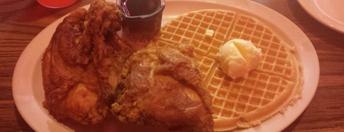 Roscoe's House of Chicken and Waffles is one of Tempat yang Disukai Amaya.