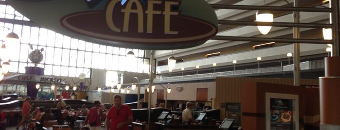 Contempo Cafe is one of Locais curtidos por David.