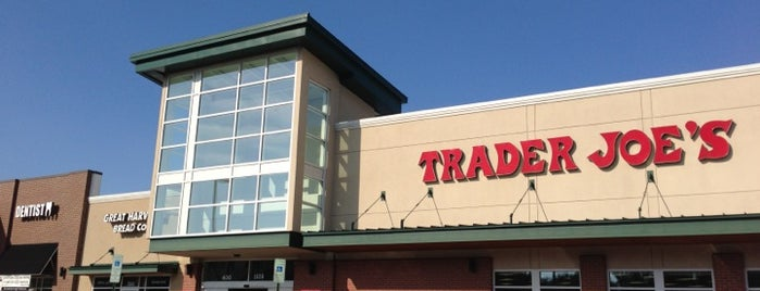 Trader Joe's is one of Lugares favoritos de Greg.