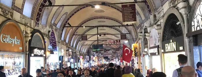 kapalı çarşı beyazıt kapısı is one of Istanbul.
