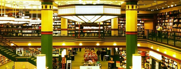 Barnes & Noble is one of Posti che sono piaciuti a Rick.