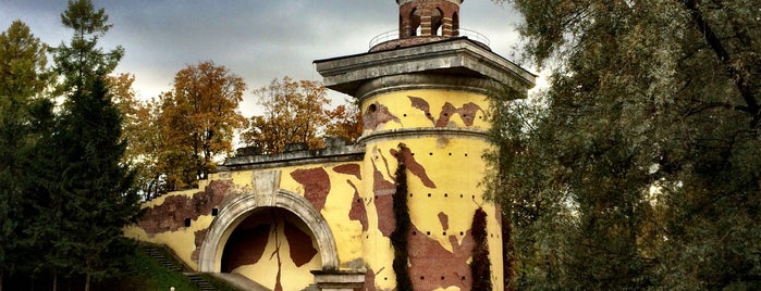 Башня-руина is one of Интересное в Питере.