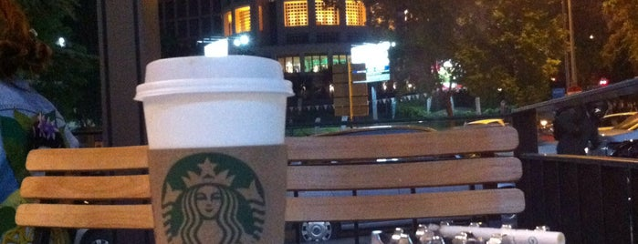 Starbucks is one of Lieux qui ont plu à İlkim.