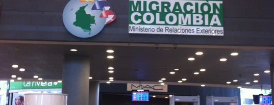 Migración Colombia is one of สถานที่ที่ Tania ถูกใจ.