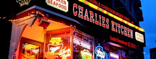 Charlie's Kitchen is one of Locais salvos de Martin.