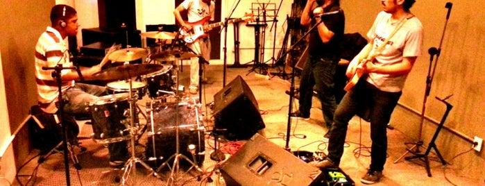 Coletivo Machina is one of Quem tá no rock....