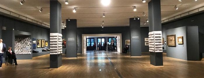 Софийска Градска Художествена Галерия (Sofia Art Gallery) is one of Lieux qui ont plu à Aylin.