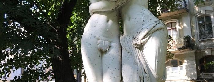 Пале-Рояль / Le Palais-Royal is one of Aylin : понравившиеся места.