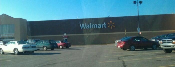 Walmart Supercenter is one of Tempat yang Disukai Mike.
