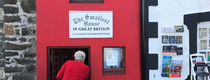 The Smallest House in Great Britain is one of Crazy Places.