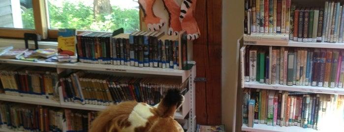 Wellfleet Library is one of สถานที่ที่ Jessica ถูกใจ.