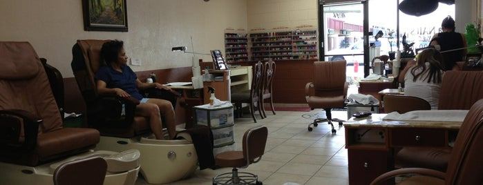Sienna Nails & Spa (Formally Charlie's Nails) is one of B : понравившиеся места.