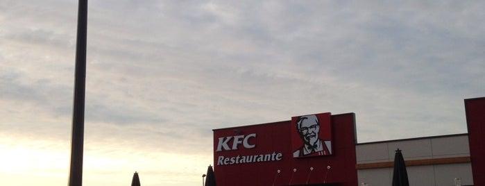 KFC is one of Lugares favoritos de Moisés.