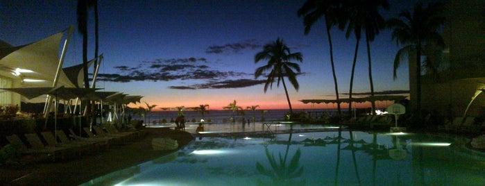 Hilton Resort is one of สถานที่ที่บันทึกไว้ของ Karen 🌻🐌🧡.