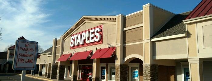 Staples is one of Orte, die Aaron gefallen.