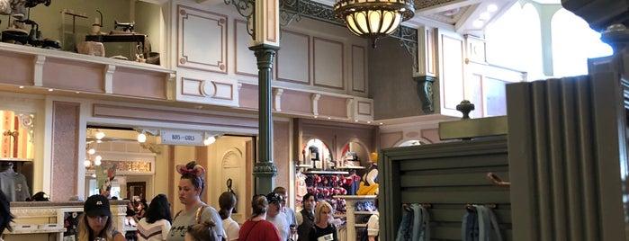 Disney Clothiers is one of Lieux qui ont plu à David.