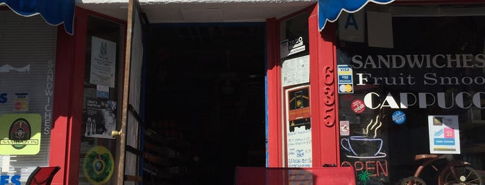 Granny's Grocery & Deli is one of Orte, die Derek gefallen.