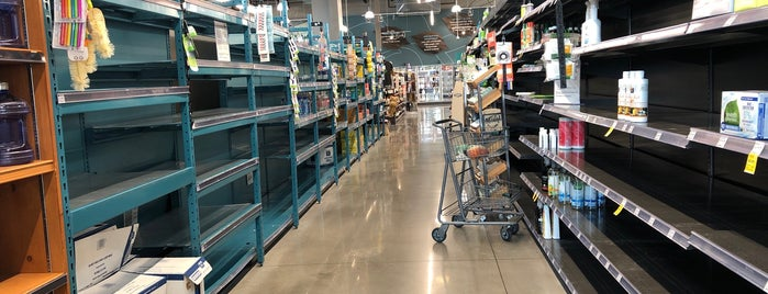 Whole Foods Market is one of Locais curtidos por barbee.