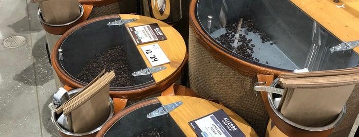 Whole Foods Market Beer & Wine Bar is one of Orte, die Vinicius gefallen.