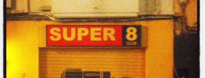Super 8 Club is one of Posti che sono piaciuti a Emilio.
