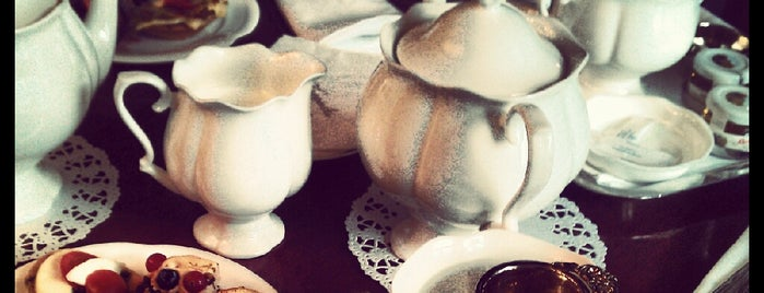Tea Room is one of Orte, die альберт gefallen.