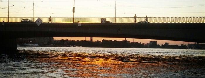 Tuchkov Bridge is one of สถานที่ที่บันทึกไว้ของ Julia.