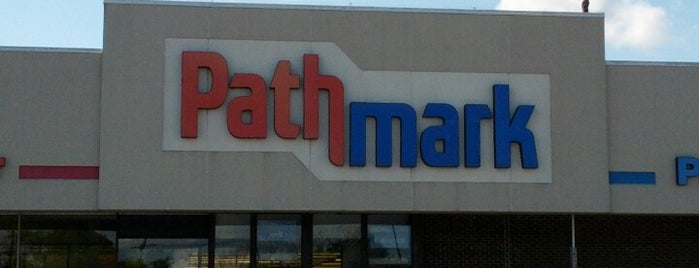 Pathmark is one of Lugares favoritos de Maurice.