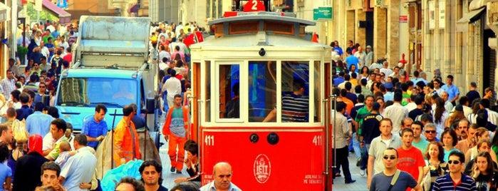 イスティクラール通り is one of İstanbul'da En Çok Check-in Yapılan Mekanlar.