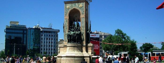 Taksim Meydanı is one of İstanbul'da En Çok Check-in Yapılan Mekanlar.