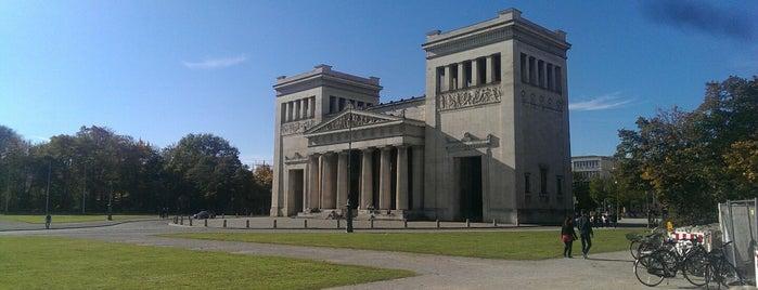 Königsplatz is one of München mit Mama.