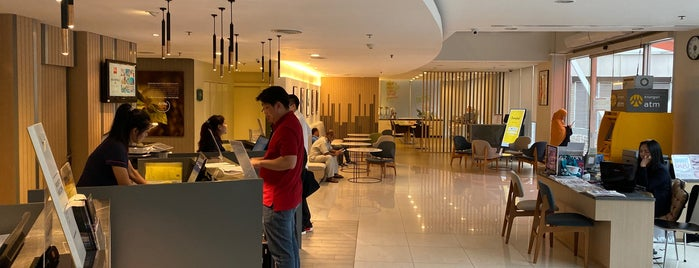 ibis Bangkok Sathorn Hotel is one of Vladimir 님이 저장한 장소.
